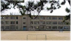 福岡県福岡市東区高美台にあり自分から挨拶できる子・掃除を頑張れる子・進んで学習する子・健やかな体と将来の夢を持った子どもを目指している学校です。